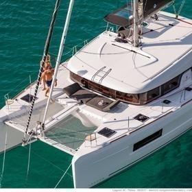 Pito  (Cabin charter) port bow