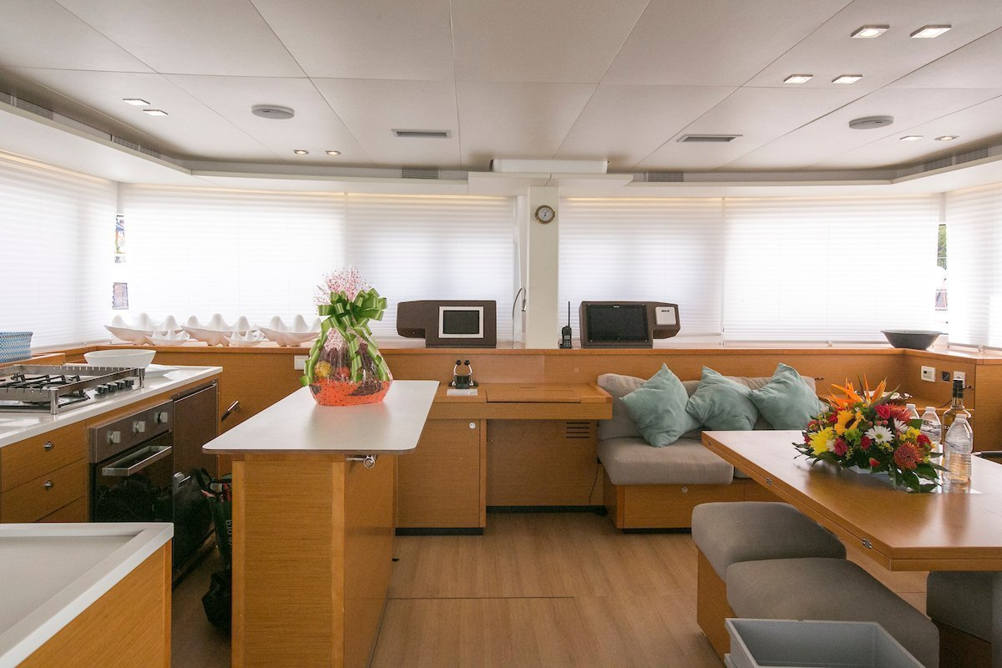 Lagoon 560 S2 - 5 cab. (Grande Dame Crewed (Cabin charter)3)  - 12