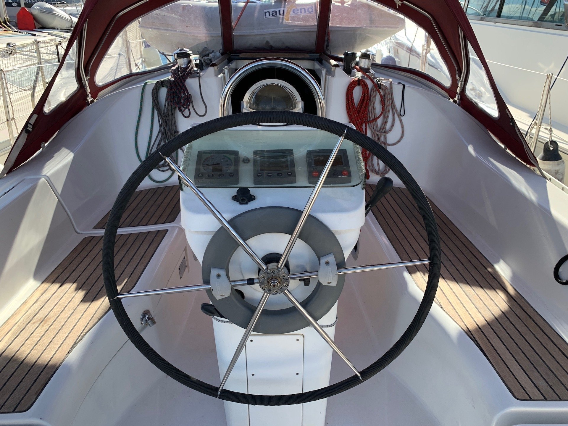Oceanis Clipper 331 (Wind 1)  - 5