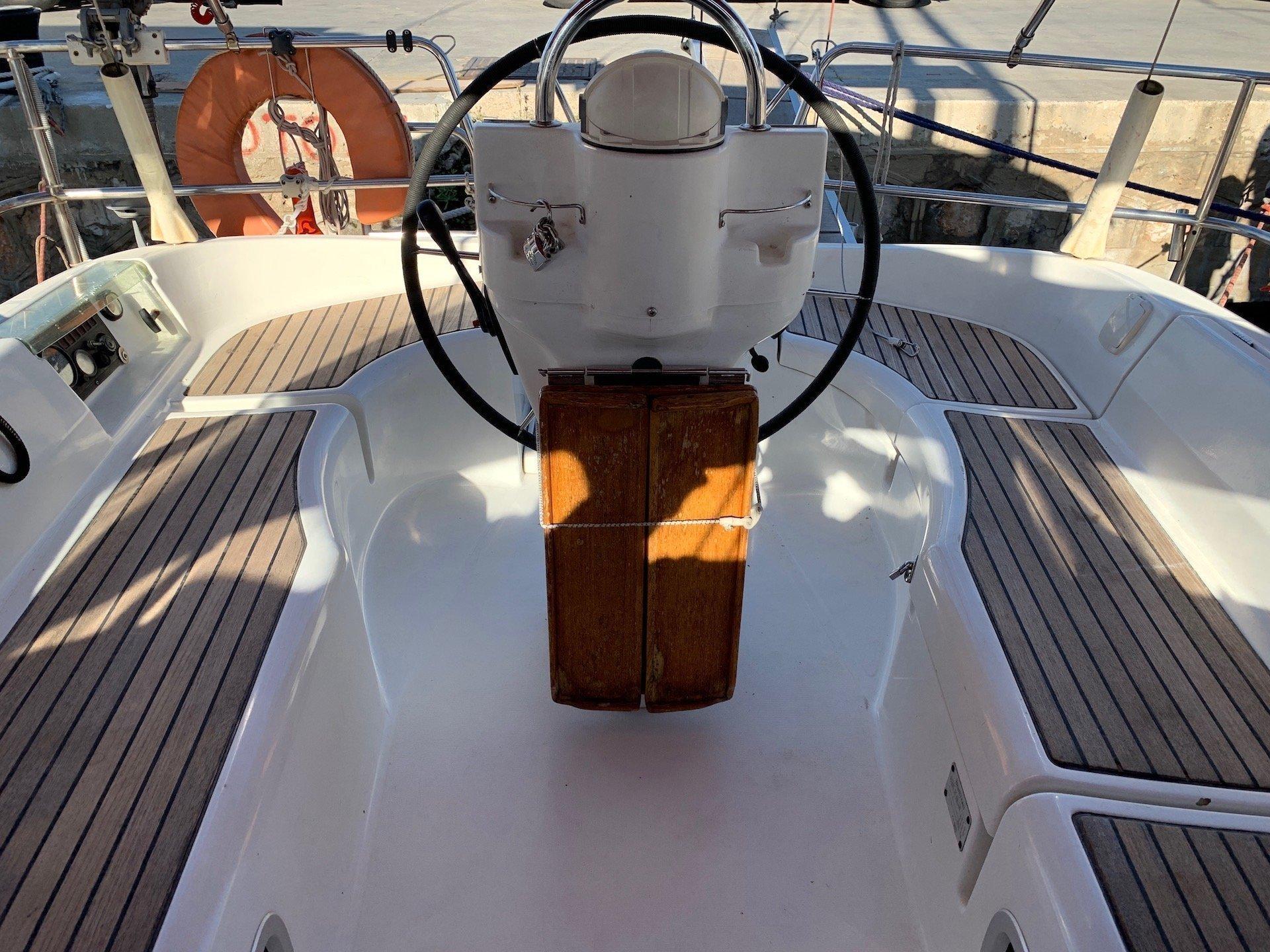Oceanis Clipper 331 (Wind 1)  - 6