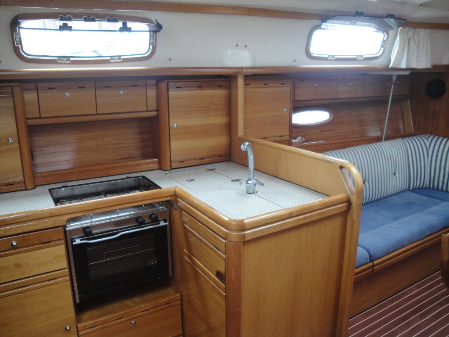 Bavaria 37 Cruiser (Eagle Ray)  - 3