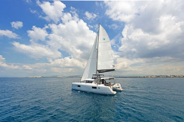 Lagoon 42 AC & GEN (BREEZE)  - 10