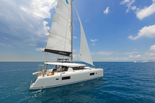 Lagoon 42 AC & GEN (BREEZE)  - 12