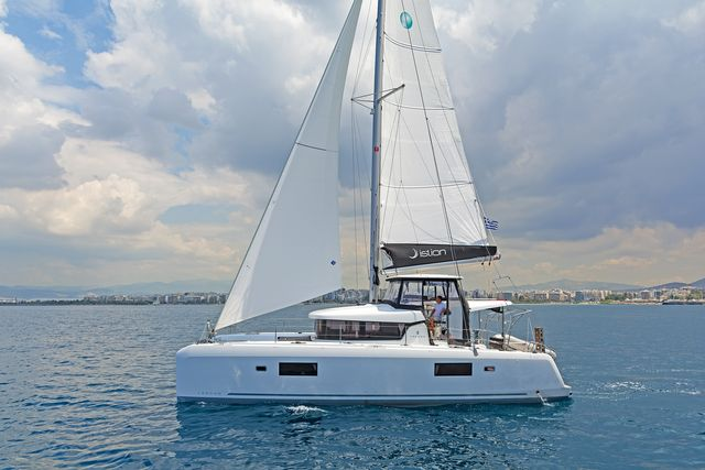 Lagoon 42 AC & GEN (BREEZE)  - 1