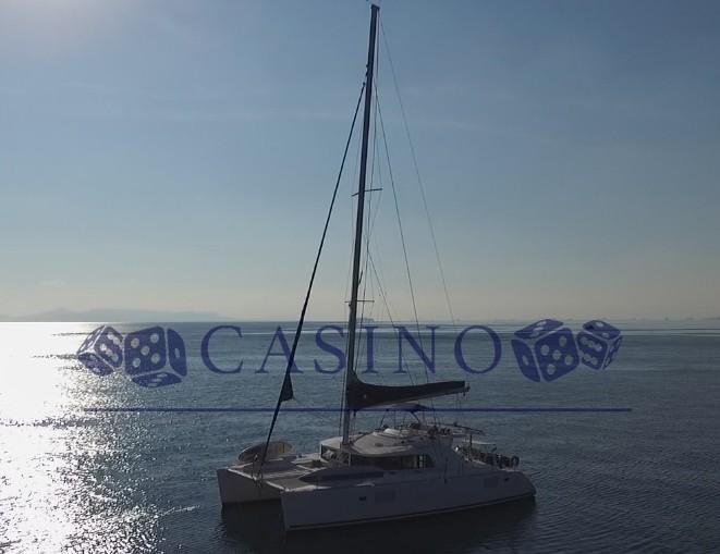 Lagoon 440 (Casino (Air conditioned))  - 2