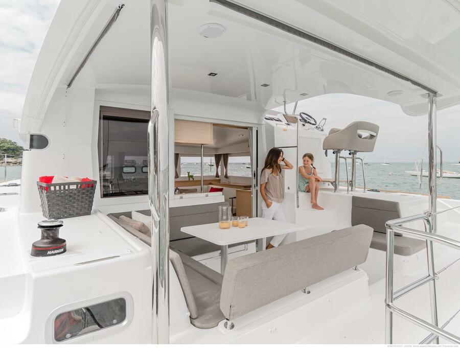 Lagoon 40 Power Catamaran (Lion of the Sea)  - 6