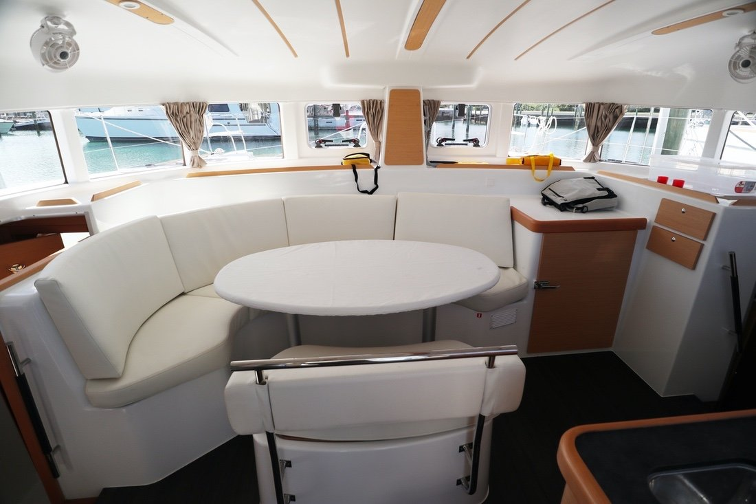 Lagoon 380 Infinity (Blue Butterfly)  - 7