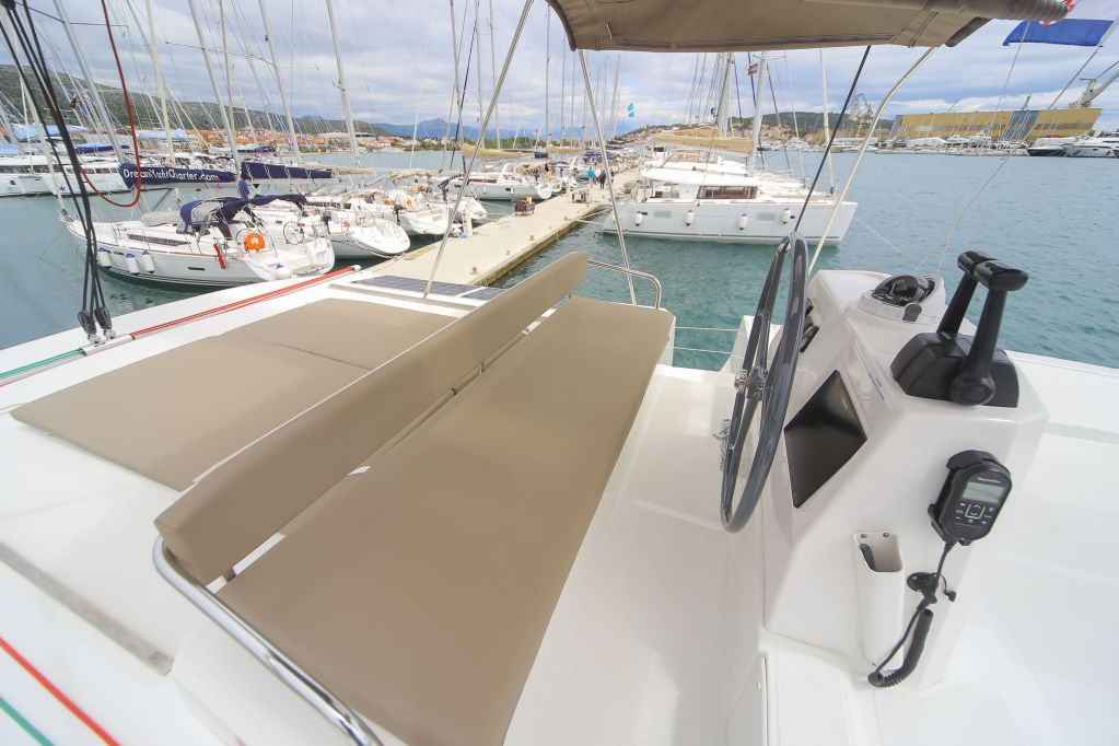 Bali 4.5 with watermaker & A/C - PLUS (TOKELAU)  - 17