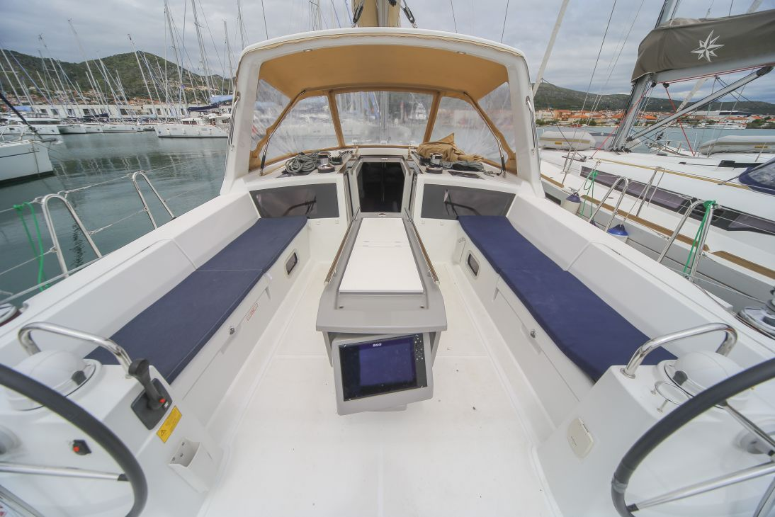 Oceanis 48 with A/C (ALDABRA)  - 17