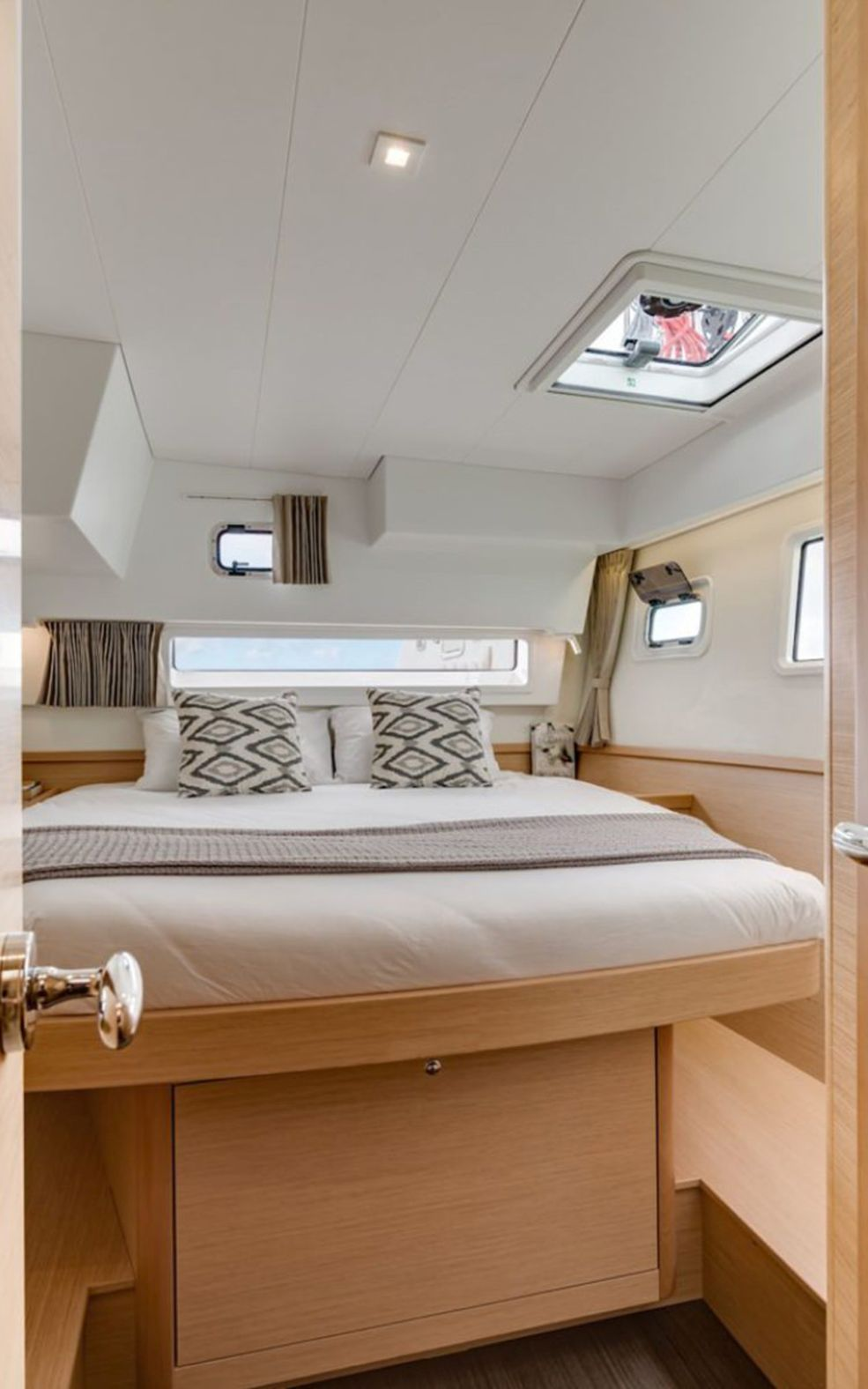 Lagoon 42 with A/C (Oceanfront)  - 8